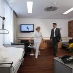 Station_Ankunft Patient im Zimmer